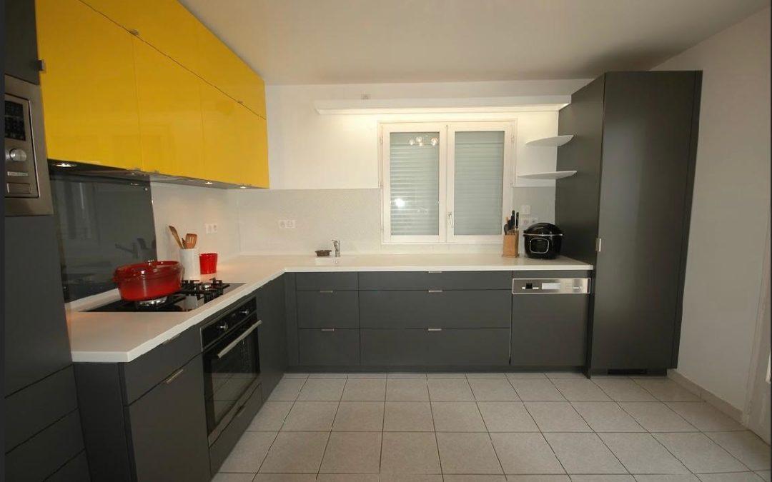 Fabrication cuisine plan de travail corian et portes laçage